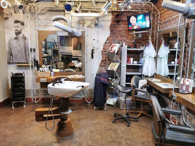 Unterer Arbeitsbereich im Friseurtheater